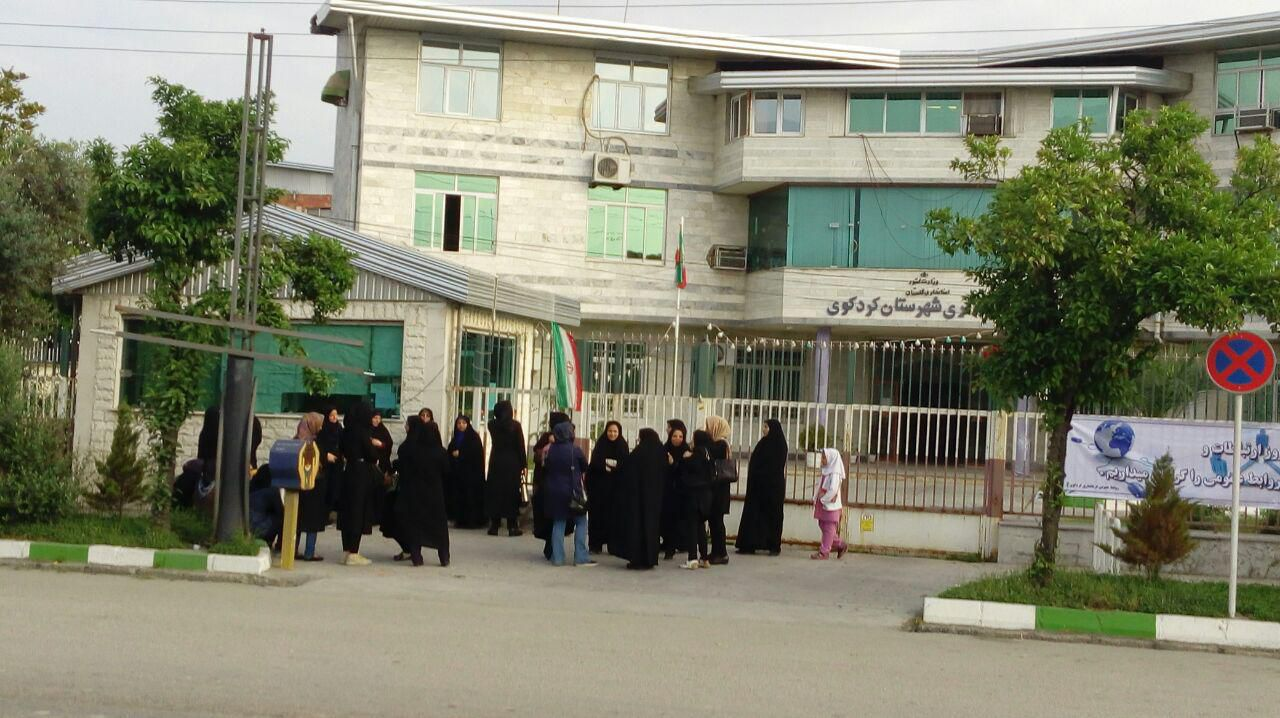 تحصن در مقابل فرمانداری کردکوی