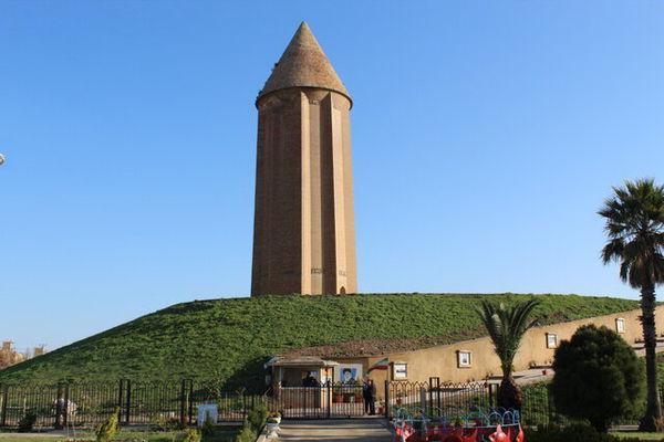 پیچیدگیهای عجیب در آجرهای برج قابوس