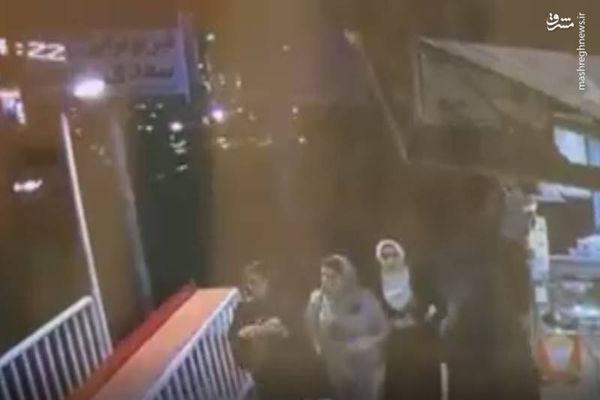 فیلم/ افتادن تابلو تبلیغاتی روی عابر پیاده!
