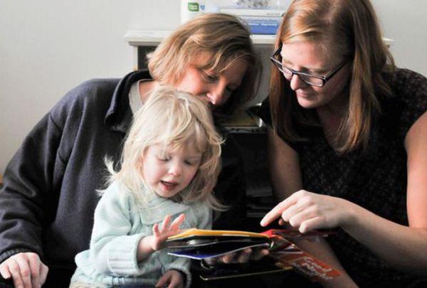 کتاب های تصویری-لمسی سه بعدی برای کودکان کم بینا