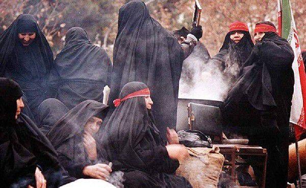 همسر شهید مدافع حرم : مسئولان شعار ندهند و به اعتقادات عمل کنند/اجازه تحریف دفاع مقدس را نمی دهیم
