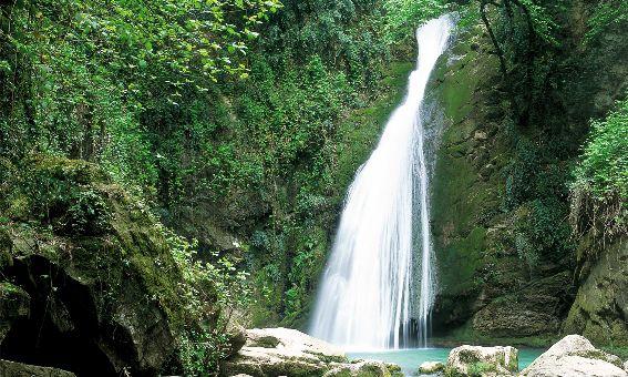 سقوط جوان گلستانی از ارتفاعات آبشار