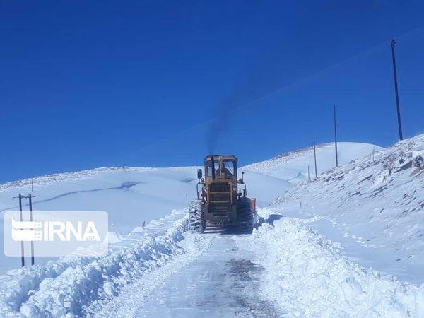 برف و کولاک شدید راه ۳۴ روستا در شرق گلستان را مسدود کرد
